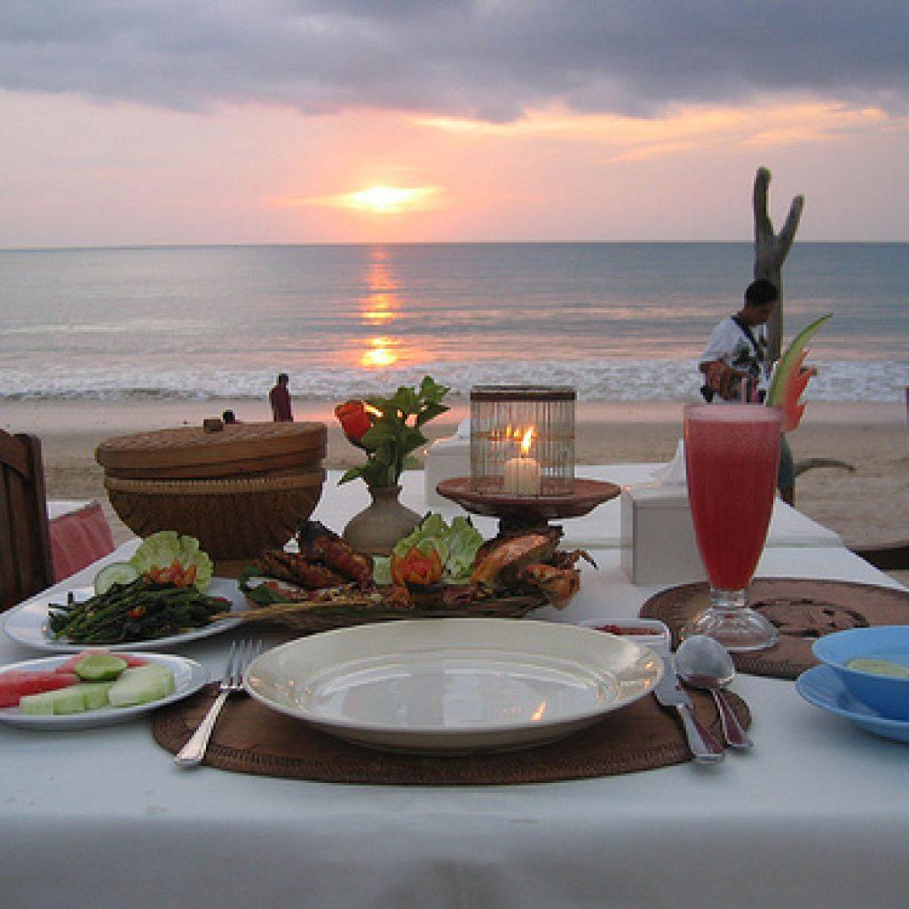 Fruits de mer Plage de Jimbaran | Voyage Bali Indonésie en Circuit Privé avec Guide Francophone | iBALI Voyage