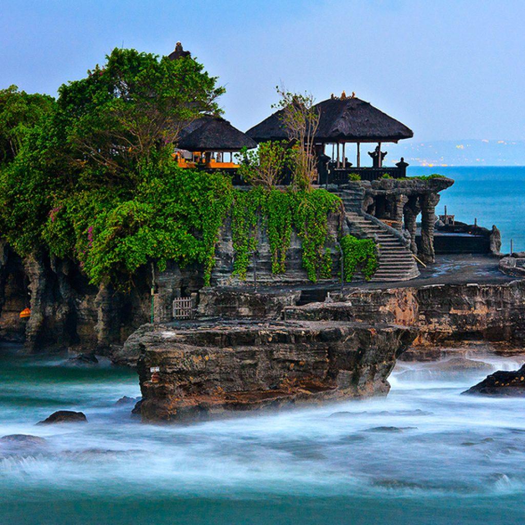 Temple de Tanah Lot | Voyage Bali Indonésie en Circuit Privé avec Guide Francophone