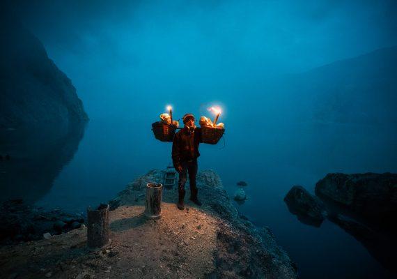 Flammes bleues Kawah Ijen | Cratere d'Ijen, Voyage Java Est, Indonesie