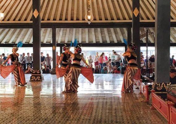 Art_performances_Palais-Sultanat-Yogyakarta