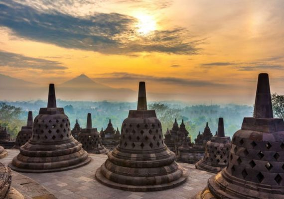 borobudur-a-l'aube-excursion-sur-mesure-guide-francophone