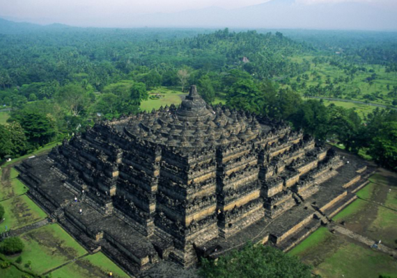 Borobudur-vue-de-drone-voyage-indonesie-ibali-voyage