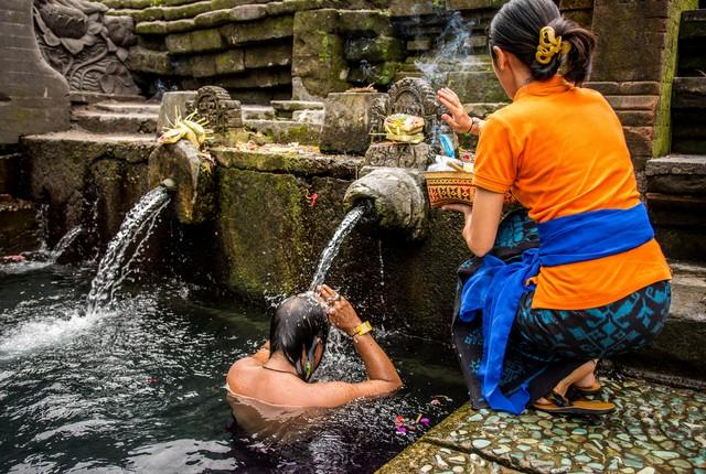 purification au temple Tirtaempul Bali Indonesie